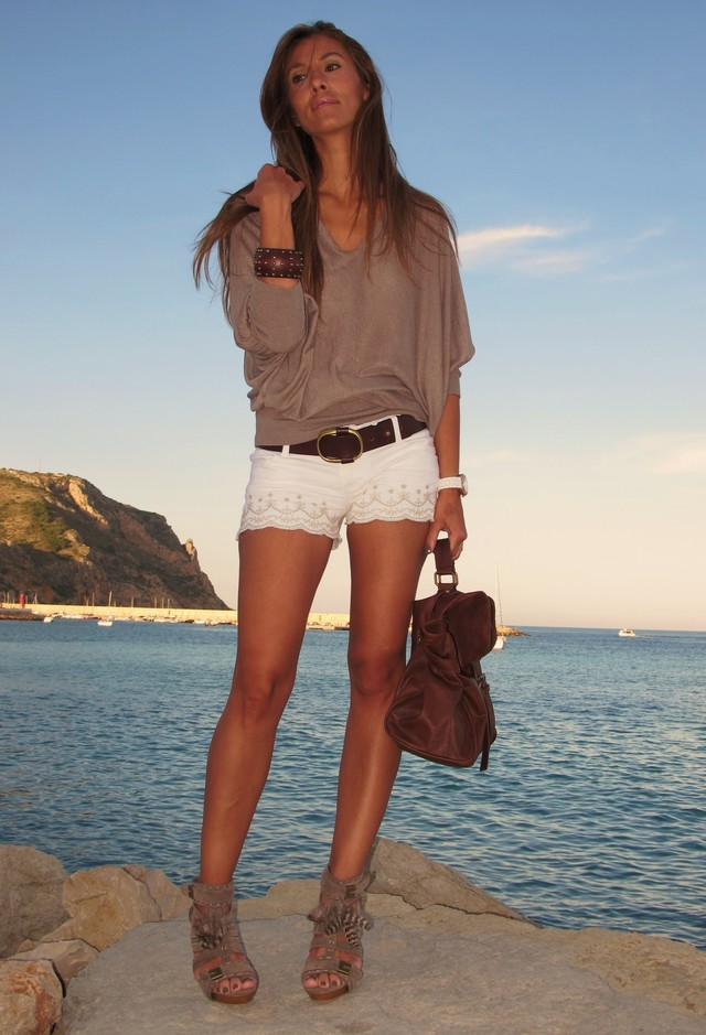 Trendy Outfit Idea with Shorts