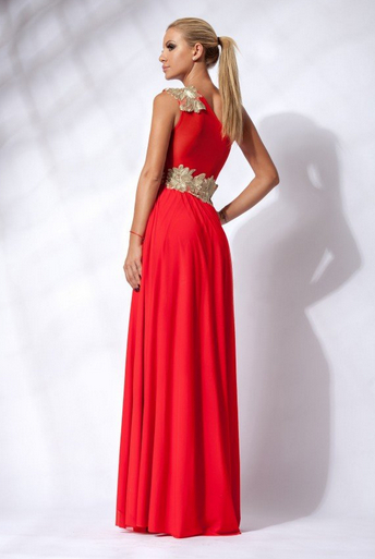 Simple yet Stylish Red Bridesmaid Dress