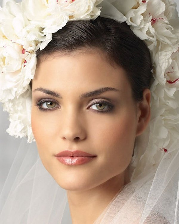 Pretty Makeup With The Eye Glitters 2052994: Romantic Wedding Makeup Ideas