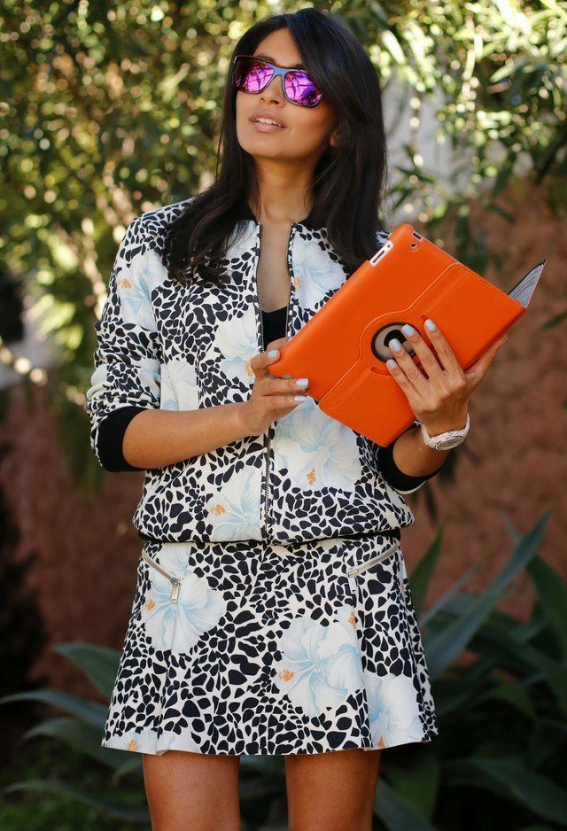 Stylish Outfit wit Orange Clutch Bag