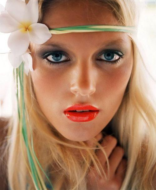 Stylish Summer Makeup for Holidays