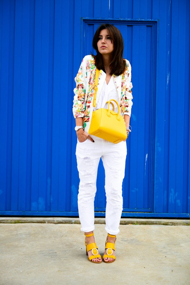 Stylish White Jeans Outfit Idea