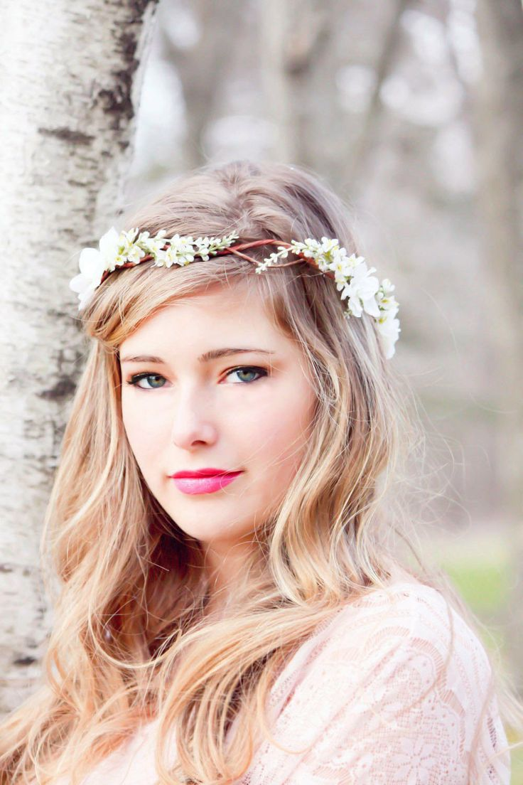Thin Flower Crown for a Sweet Bridal Look