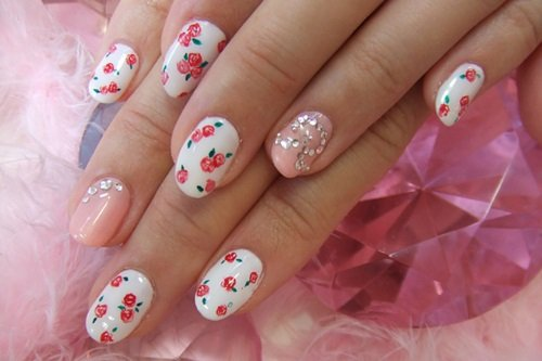 Tiny Floral Nail Design - 20 Beautiful Floral Nail Designs With Vintage Glamour - Pretty Designs