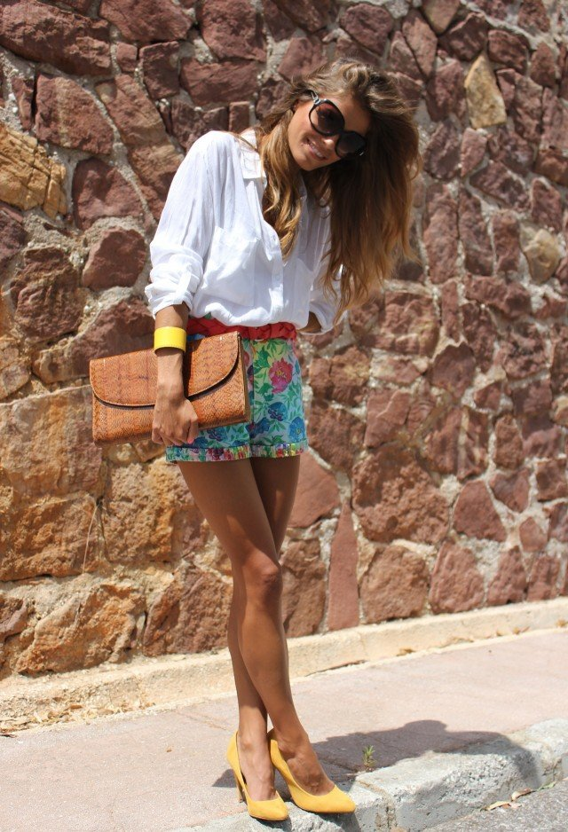 Trendy Outfit Idea with Floral Printed Shorts