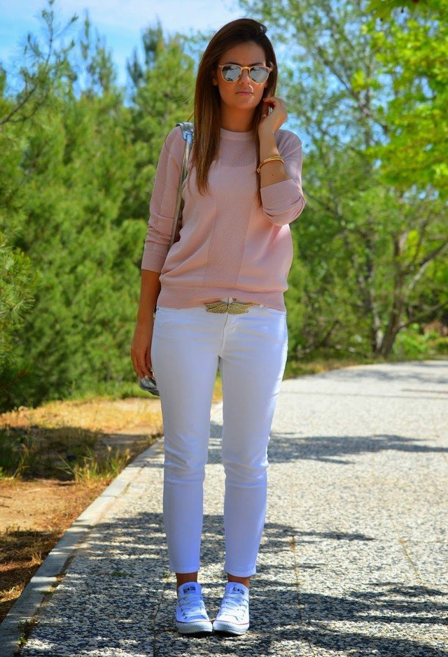 White Jeans Outfit Idea for Spring