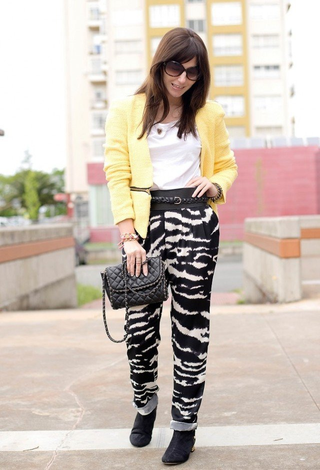 Animal Printed Baggy Pants Outfit Idea