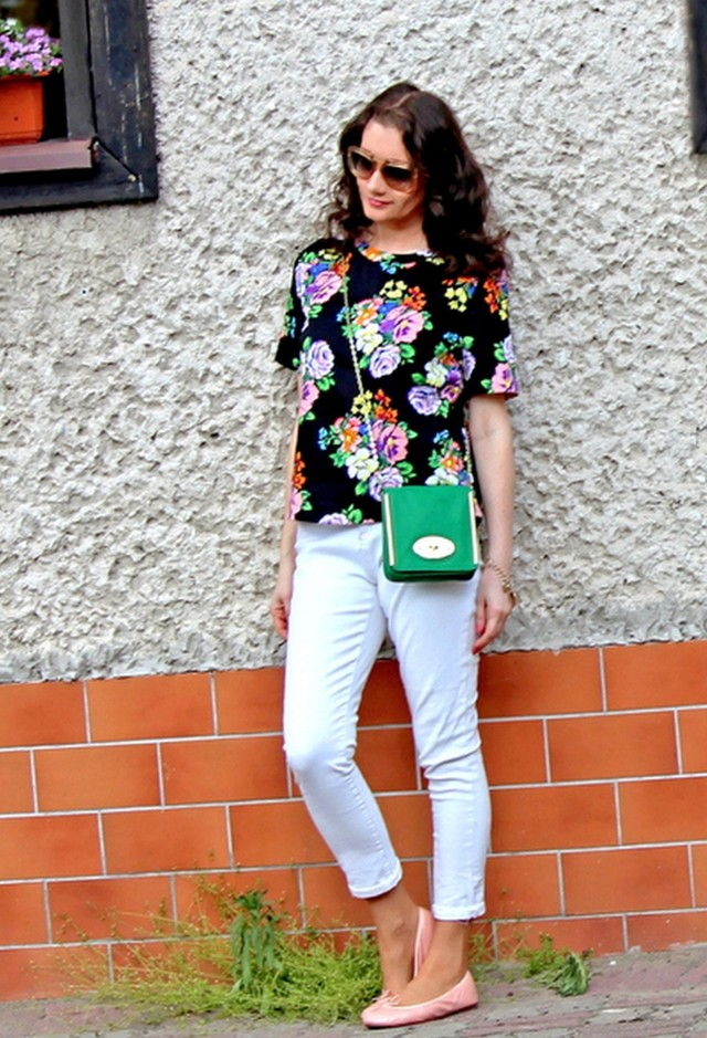 Beautiful Summer Outfit Idea with White Jeans