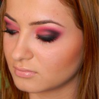 Bright Pink Smokey Eye Makeup Look