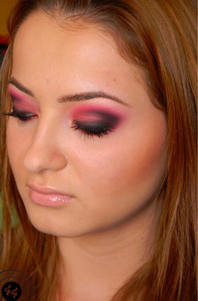 Bright Pink Smokey Eye Makeup Look