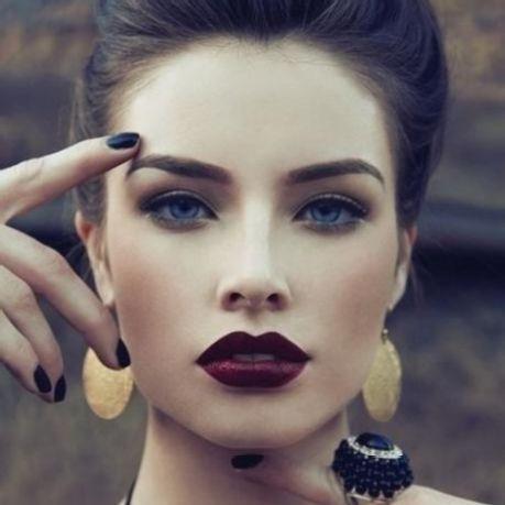 Burgundy Lips for Glamorous Vintage Style