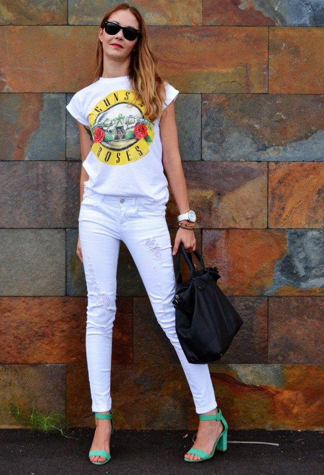 Casual Outfit Idea with White Jeans