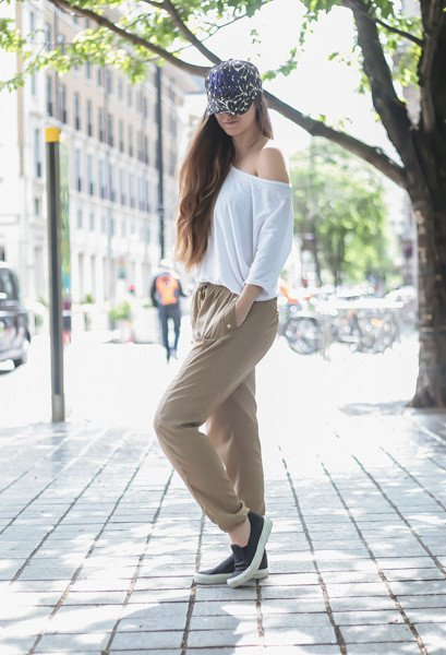 Casual-chic Outfit Idea with Baggy Pants