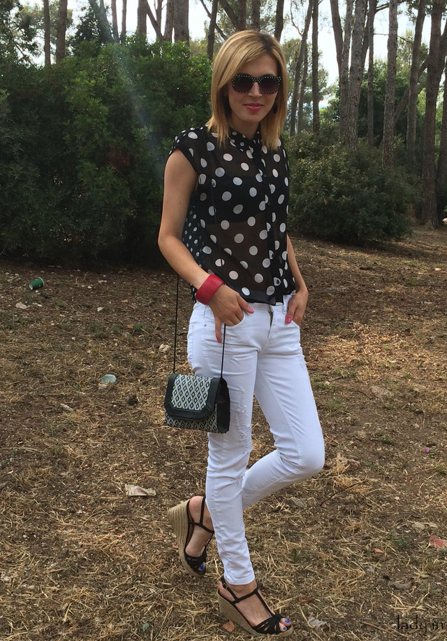 Chic Black and White Outfit Idea