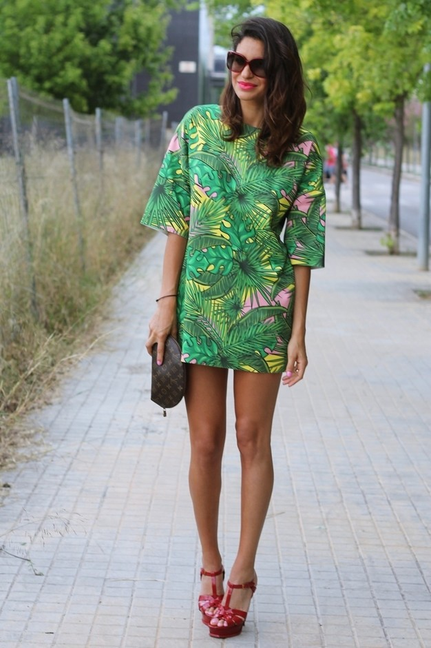 Chic Green Dress with Floral Prints