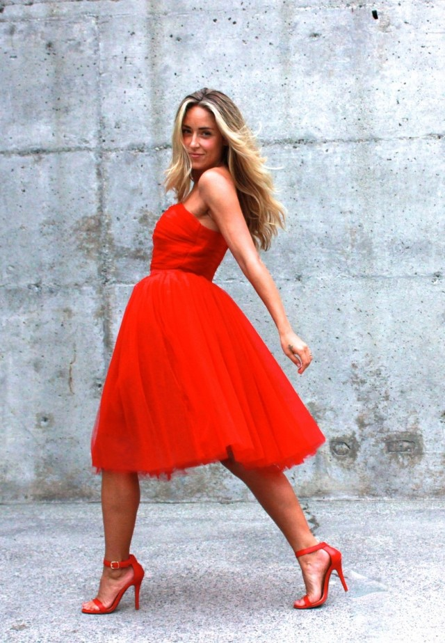 Chic Red Dress for Date