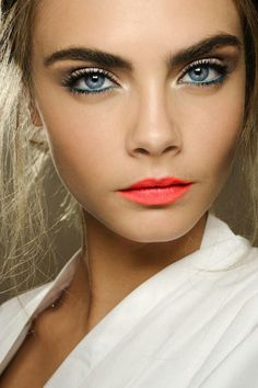 Colored Eyeliner With Orange Lips