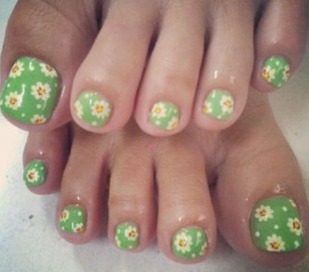 Daisy nails
