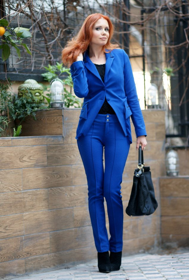 Elegant Blue Outfit Idea for Women