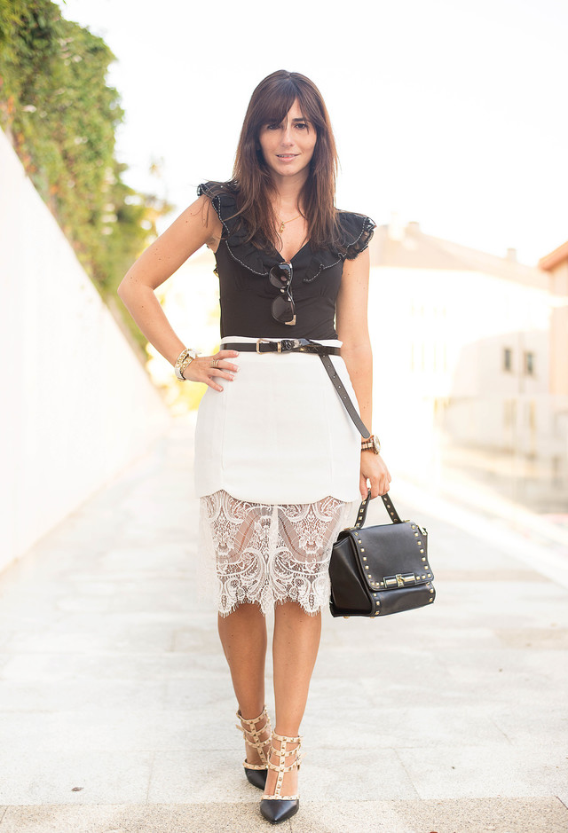 Elegant Outfit Idea with White Lace Skirt