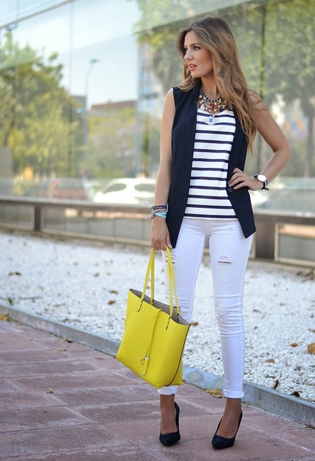 Fashionable White Jeans Outfit Idea