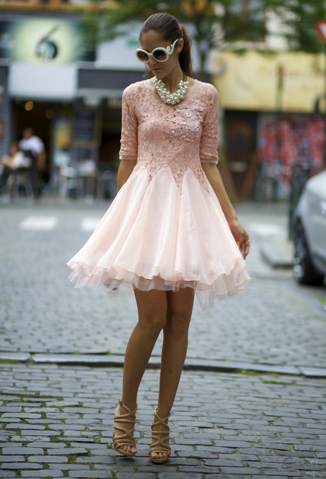 Feminine Lace Dress for Date
