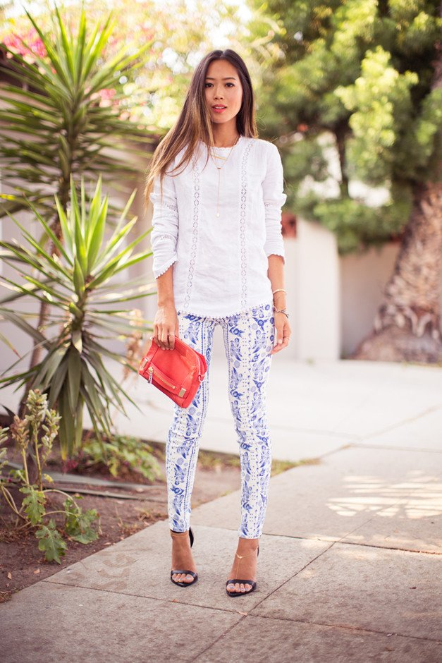 Feminine Summer Outfit Ideas with Printed Jeans