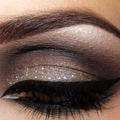 Glittery Smokey Eye Makeup