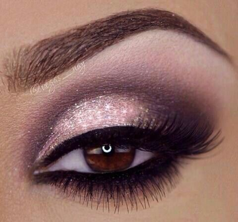 Glittery Winged Smokey Eye Makeup
