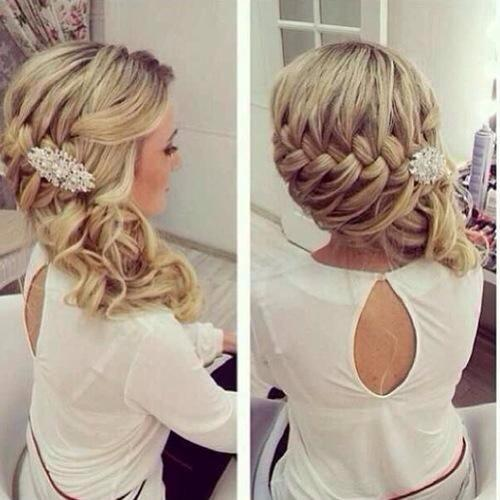 Gorgeous Side-swept Hairstyle