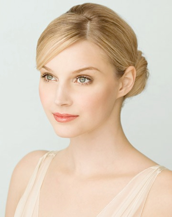 Graceful Wedding Makeup and Hairstyle Idea