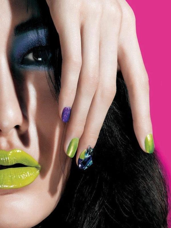 Green Lips - Neon Makeup Look