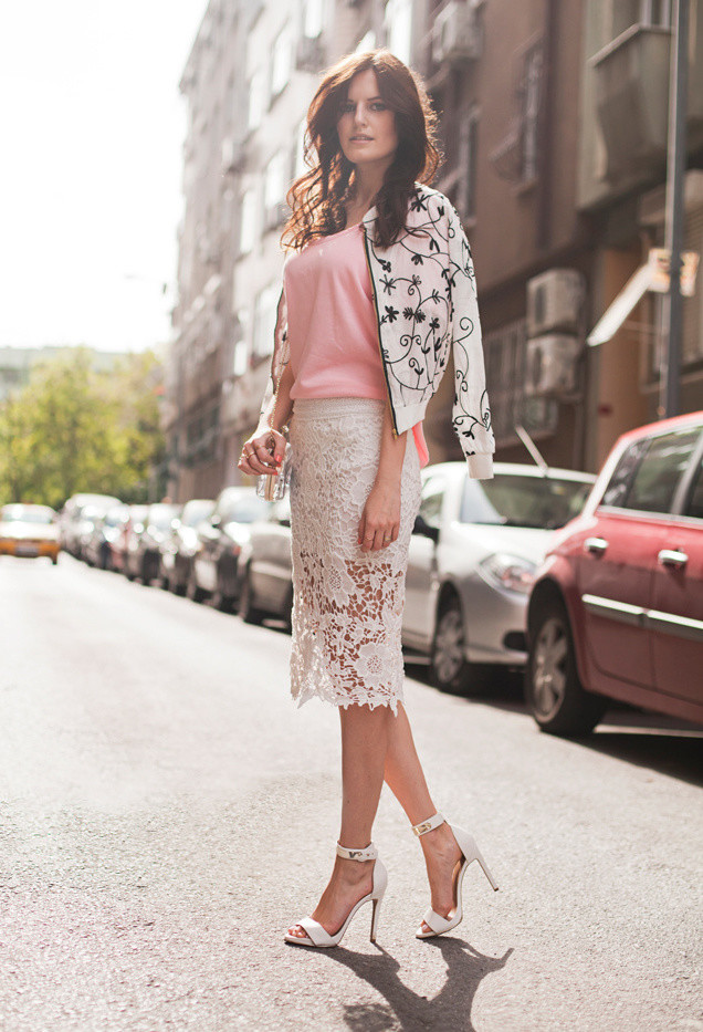 Lace Midi Skirt Outfit Idea