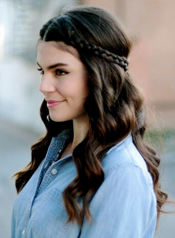 Lovely Braided Hairstyle for Curly Hair