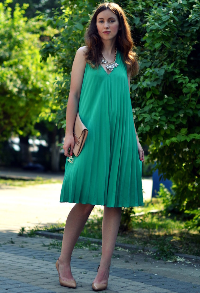 Lovely Emerald Green Dress Outfit