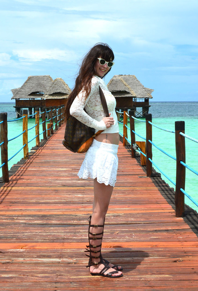 Lovely White Lace Skirt Outfit Idea