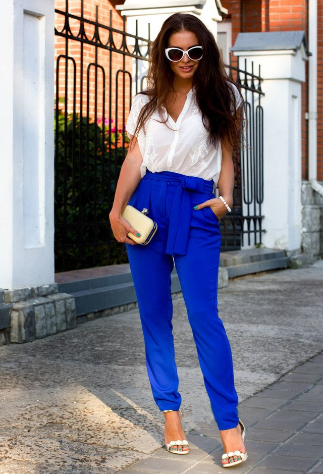 Navy Blue High Waisted Pants Outfit Idea