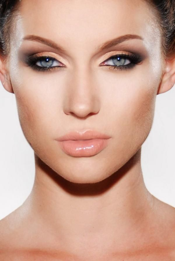 Peach Lips With Brown Eyeshadow