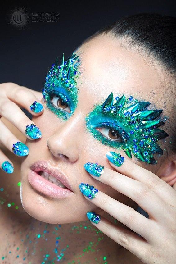 Peacock Eyes for Mermaid Makeup Look