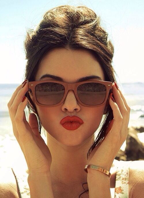 Red Lips for Beach Look