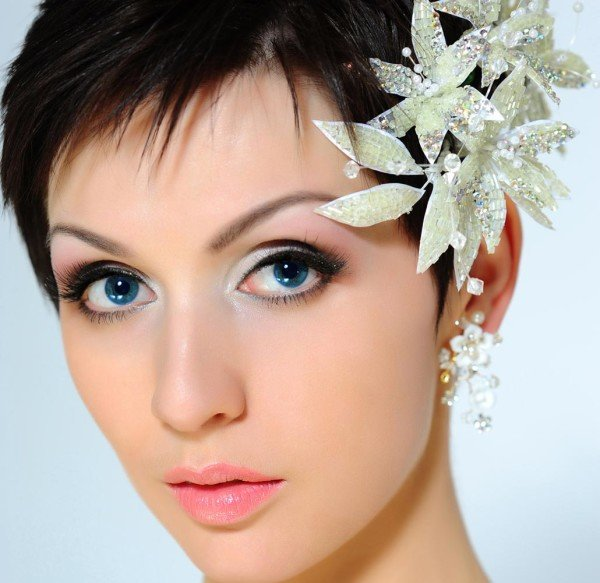 Short Bridal Hairstyles with Flowers