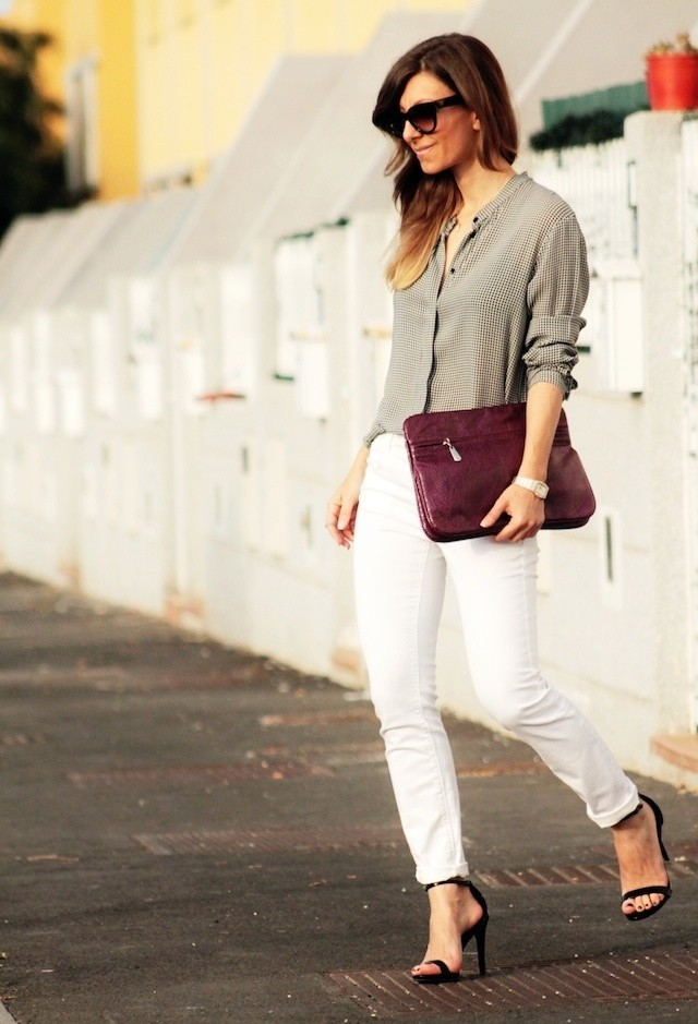 Stylish Outfit Idea with White Jeans