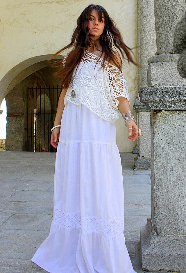 White Lace Skirt Outfit Idea