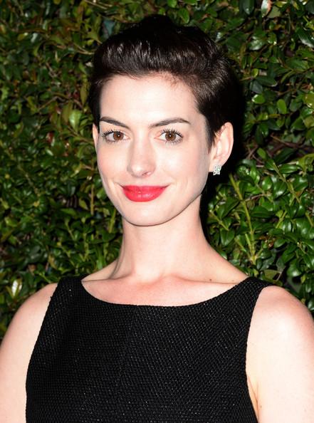 Anne Hathaway Stylish Short Side Part