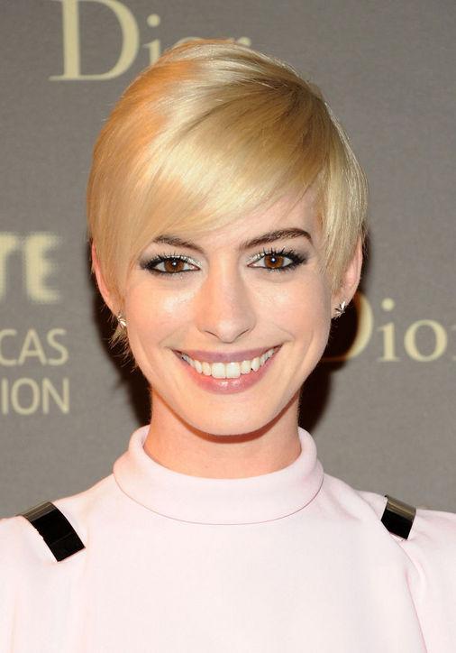 Anne Hathaway's Blonde Pixie Haircut