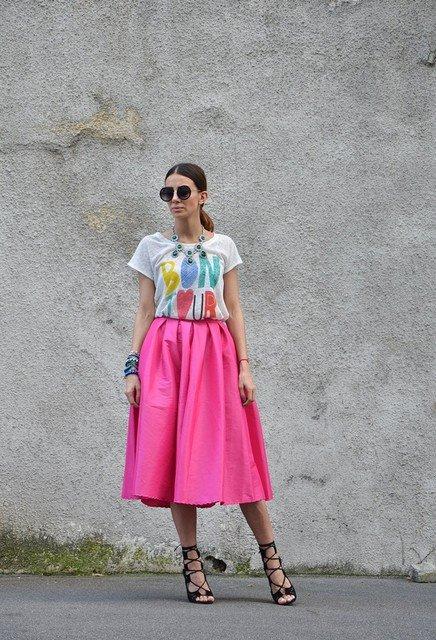 Beautiful Pink Midi Skirt Outfit Idea