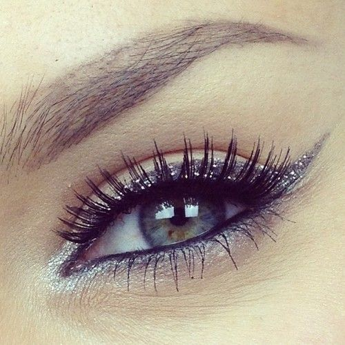 Beautiful Glitter Eye Makeup Idea