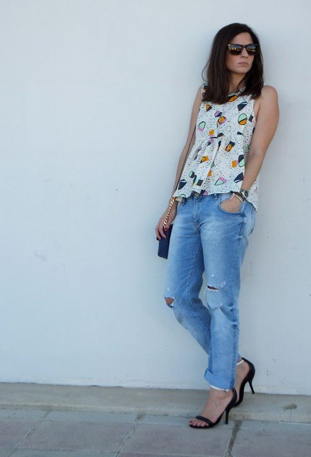 Beautiful Outfit Idea with Chiffon Blouse and Ripped Jeans