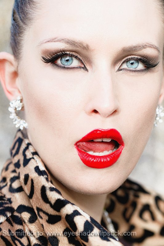 Gorgeous Makeup Ideas with Red Lips and Cat Eyes