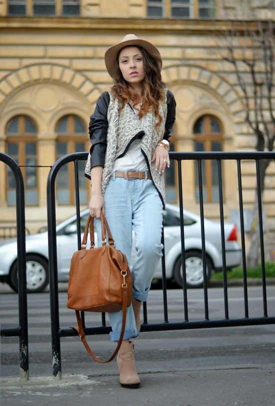 Casual Outfit Idea with Jeans and Beige Hat